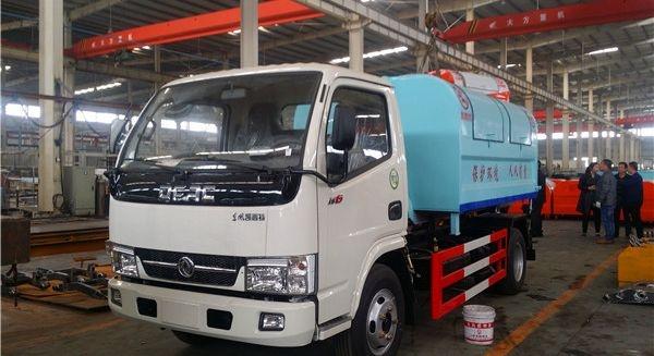东风3吨勾臂垃圾车