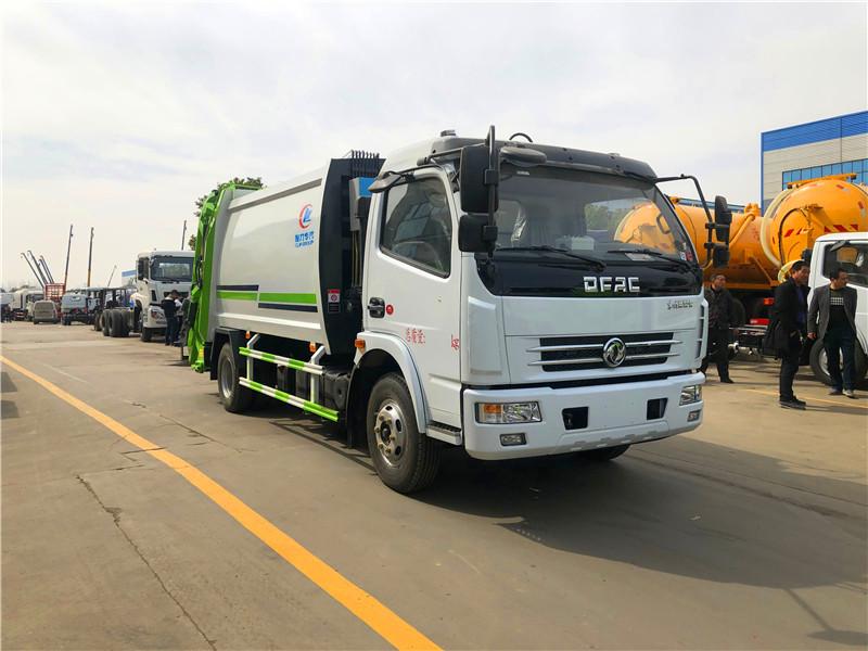 东风压缩式垃圾车5吨