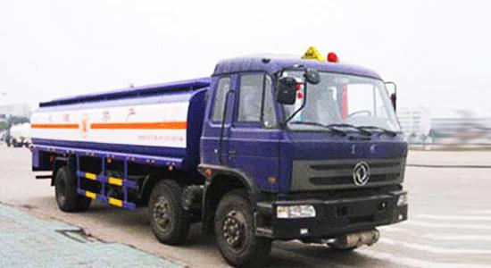 东风小三轴化工液体运输车
