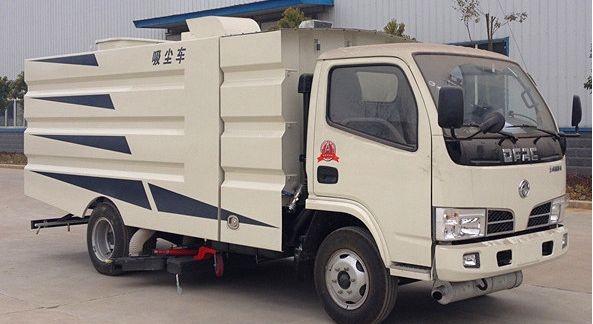 东风4吨吸尘车