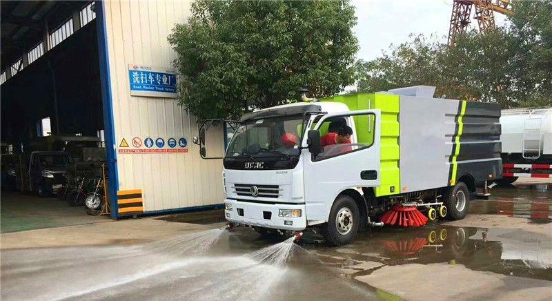 东风5吨洗扫车