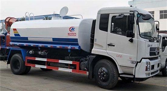 东风天锦洒水车装30米雾炮